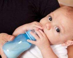 Что делать родителям для лечения запора у грудничка, от чего он может быть