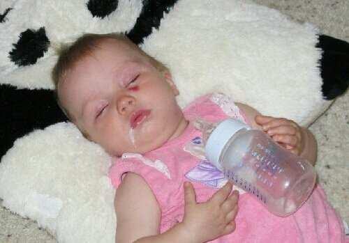 Как сделать чтобы новорожденный срыгнул