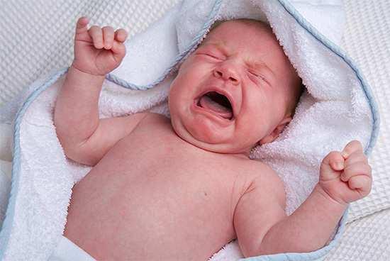 Почему у ребенка болит живот и температура, и что делать?
