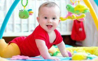 Что должен уметь ребенок в 4 месяца, особенности психологического, эмоционального и физического развития