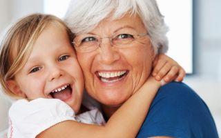 Обязана ли сидеть с внуками бабушка и как должна себя вести, роль в воспитании