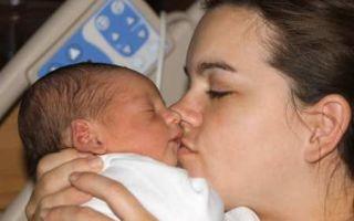 Все о первых днях грудничка в роддоме, его дальнейший осмотр, регистрация и прописка
