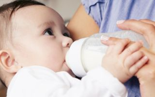 Почему после кормления смесью ребенок не спит, причины, советы и что делать