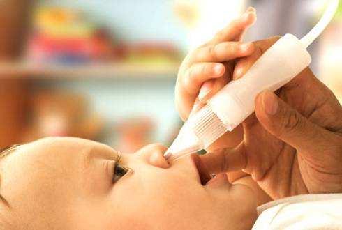 как почистить нос ребенку аспиратором