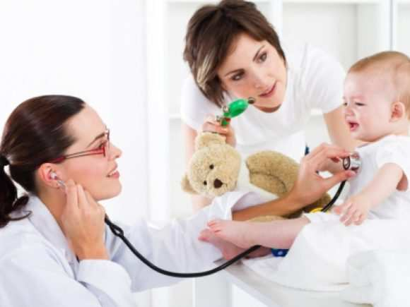 Лечение грудничку назначает врач