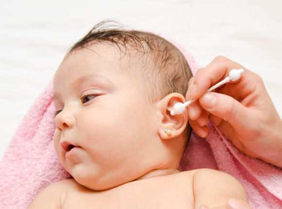 почистить уши грудному ребенку