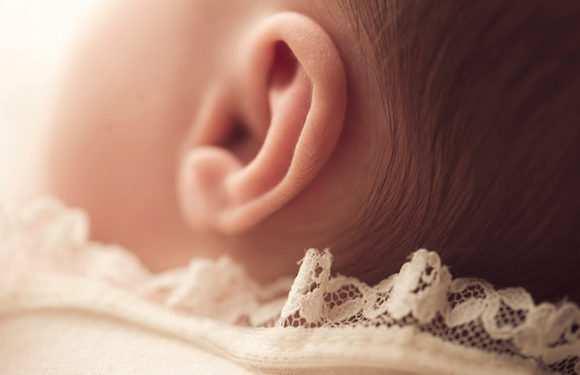 Как чистить уши новорожденному