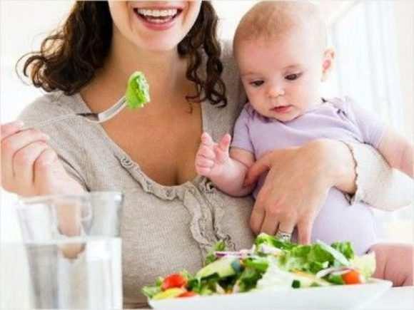 Несоблюдение мамочкой диеты и режима питания