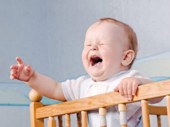 Ребенок 10 месяцев сильно плачет ночью