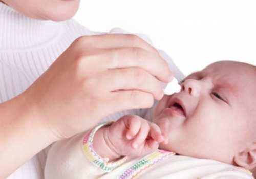 У маленьких детей часто возникает насморк