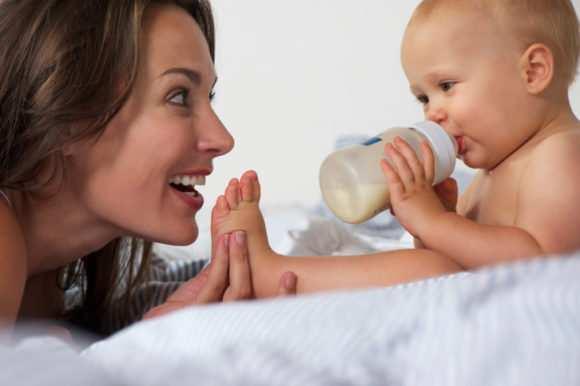 Можно ли подкармливать ребенка смесью