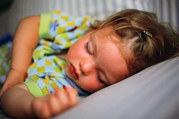 малышка спит
