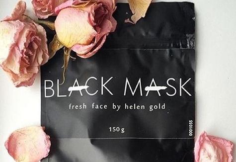 упаковка black mask на столе