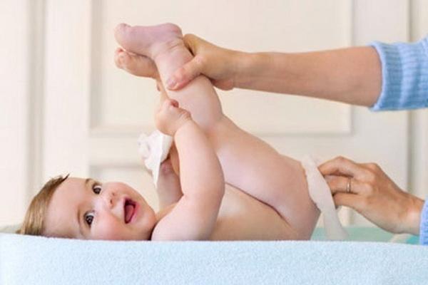 использование клизмы для ребенка