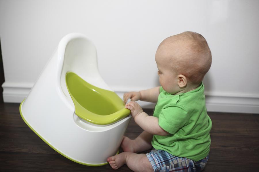 малыш и туалет