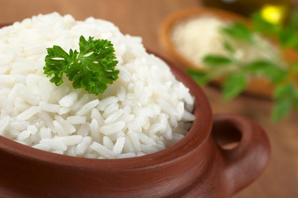 рисовая каша в миске