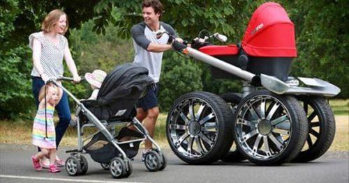 коляски на прогулке