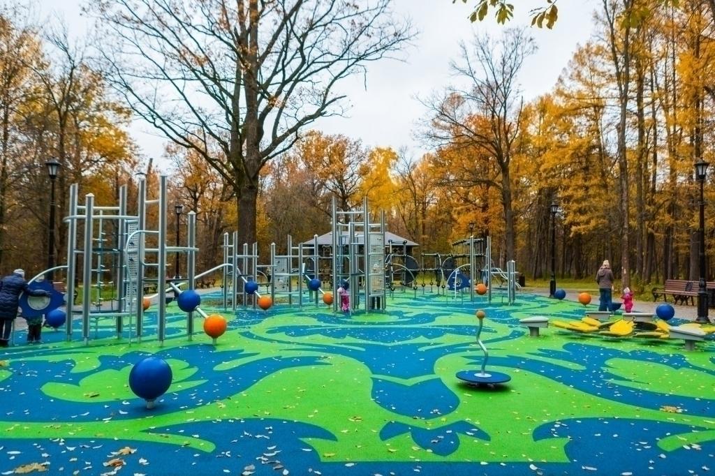 Детская площадка между Липовой и Спортивной аллеями