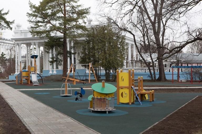 Детская площадка в Транзитном сквере