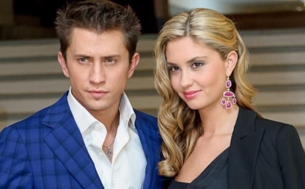 Павел Прилучный и Агата Муцениеце смеются над программой «Давай поженимся» и уверяют, что у них нет конфликтов