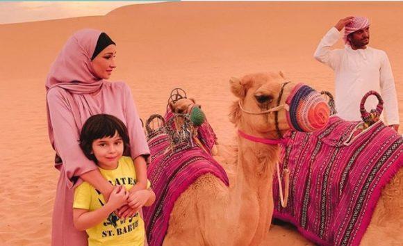 Пустыня, верблюд и розовый хиджаб – такой Анфису Чехову никто не видел
