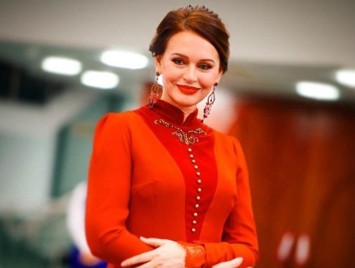 Настоящая аристократка: Ирина Безрукова поразила социальные сети