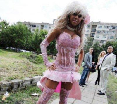 Перестарались: самые нелепые платья на выпускной бал