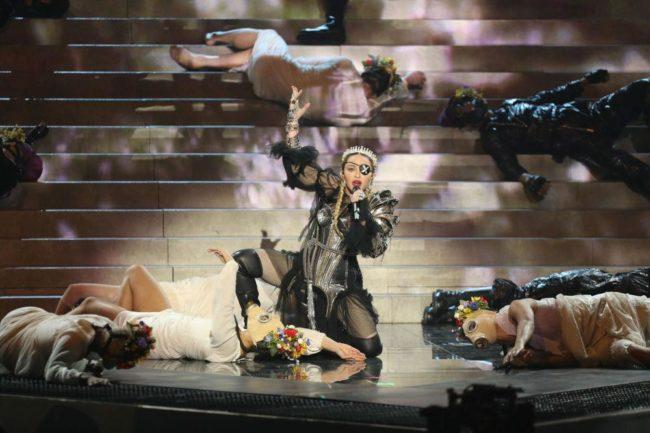 Отправить на покой? Фанаты разочарованы выступлением Мадонны на Евровидении