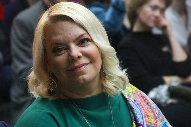 Яна Поплавская пришла к Малышевой и поделилась тревогой о своей наследственности