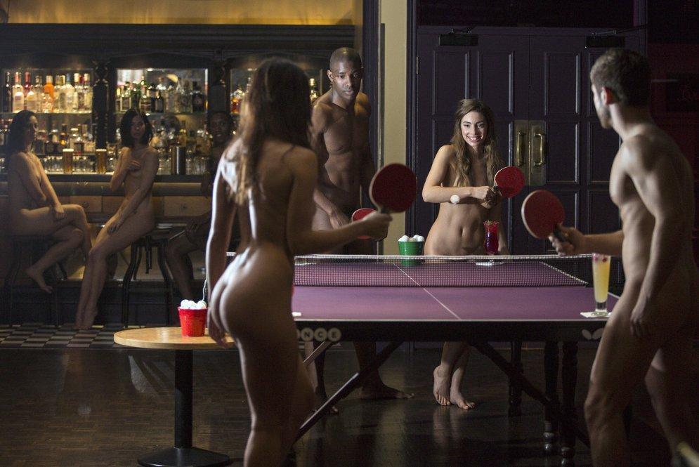 Обнаженный пинг-понг в Англии
