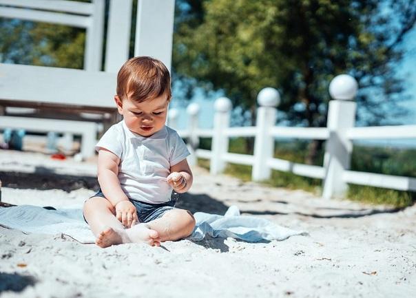 малыш в писке